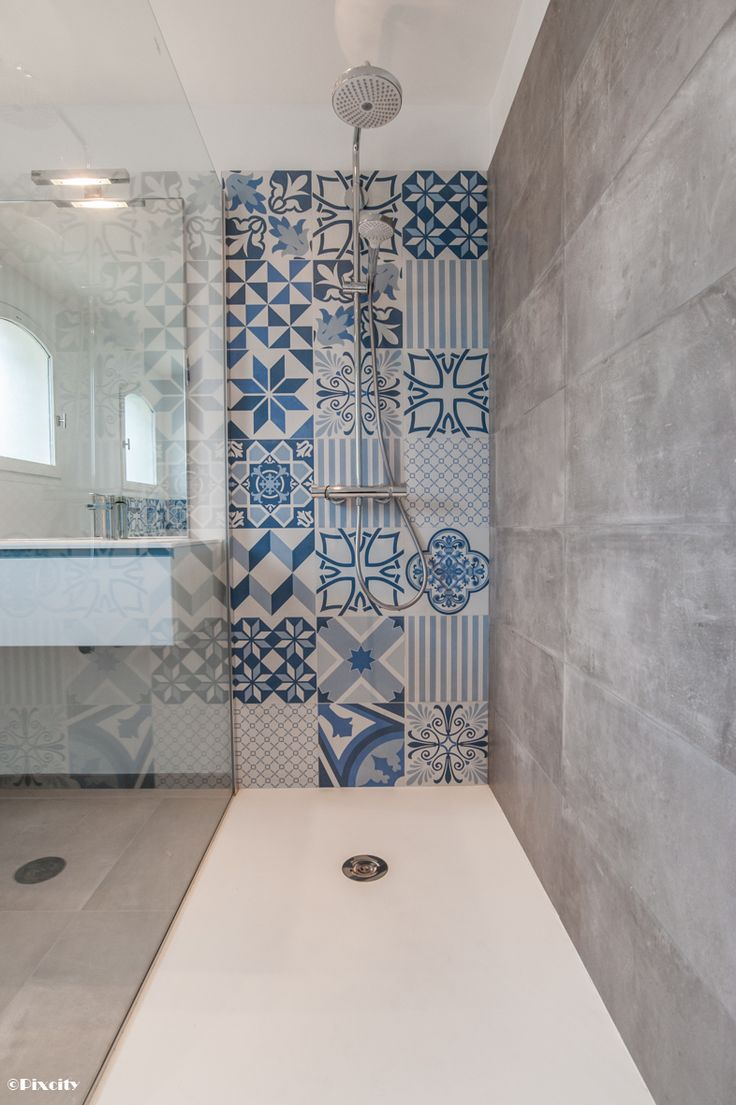 10 inspirations d co sp cial carreaux de ciment mikit - Carrelage petit carreau salle de bain ...